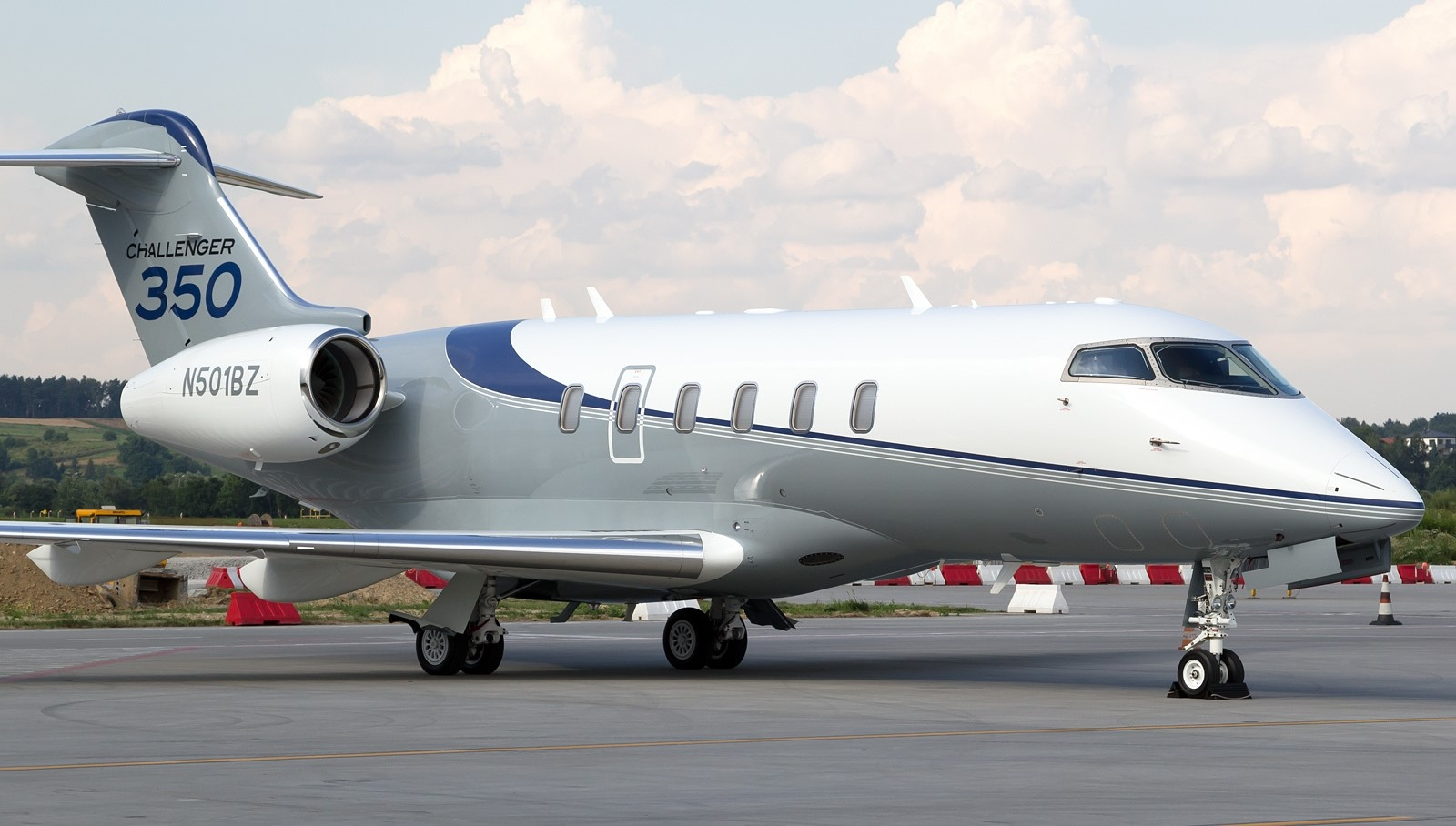 bombardier challenger 350 aircraft image